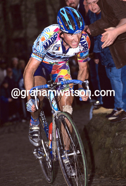 JOHAN MUSEEUW IN THE 2001 TOUR OF FLANDERS