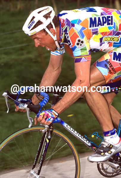 JOHAN MUSEEUW ON HIS WAY TO WINNING THE 2000 HET VOLK