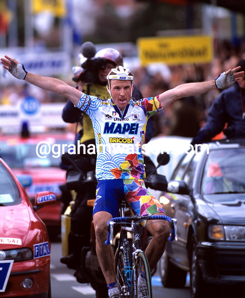 Johan Museeuw iwns the 1998 Tour of Flanders