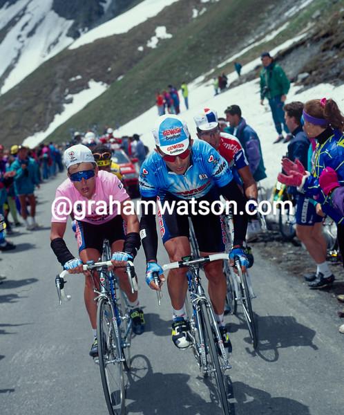 Moreno Argentin and Evgeni Berzin on a stage of the 1994 Giro d'Italia