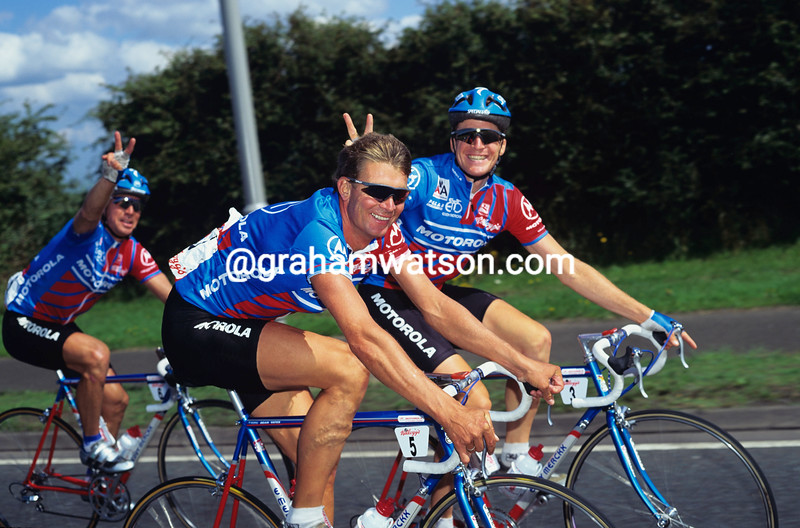 SEAN YATES WITH STEVE BAUER AND ANDY BISHOP IN THE KELLOGG'S TOUR OF BRITAIN