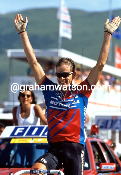 Andy Hamspten wins at Alpe d'Huez in the 1992 Tour de France