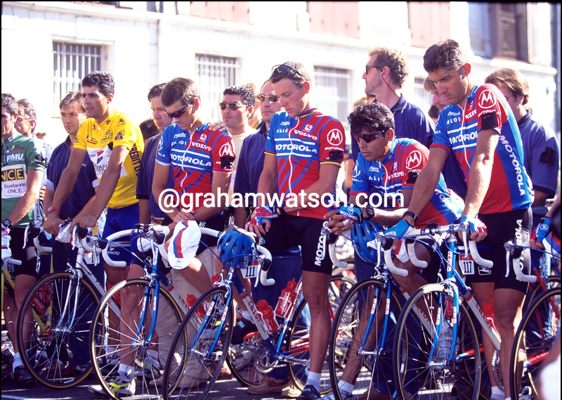 LANCE ARMSTRONG WITH THE MOTOROLA TEAM AFTER THE DEATH OF TEAMATE FABIO CASARTELLI IN THE 1995 TOUR DE FRANCE