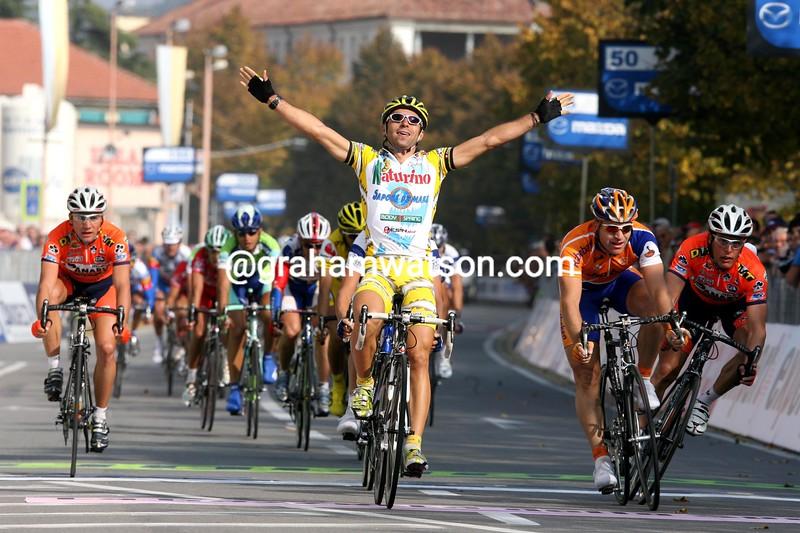 Murilo Fischer wins the 2005 Giro di Piemonte