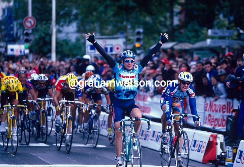Nicole Minali wins the 1995 Paris-Tours