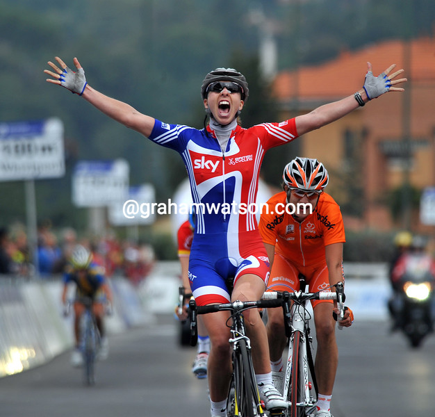 NICOLE COOKE WINS THE 2008 WOMENS WORLD ROAD CHAMPIONSHIPS