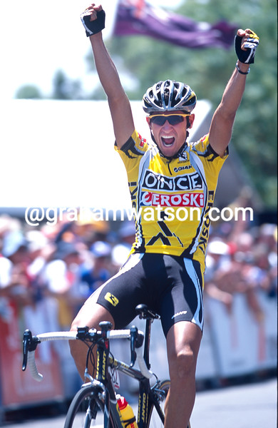 Giampaolo Caruso winning a stage of the 2003 Tour Down Under
