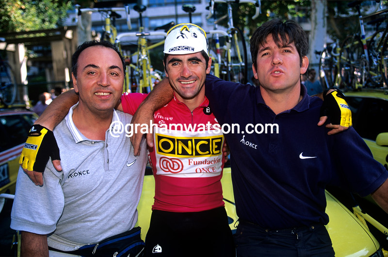 Laurent Jalabert with ONCE team mechanic, Faustino Dorronsoro (right)