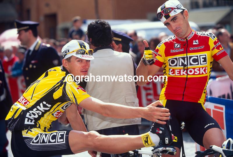 Jan Hruska and Alvaro Gonzalez de Galdeano before a stage of the 2001 Tour of Valencia