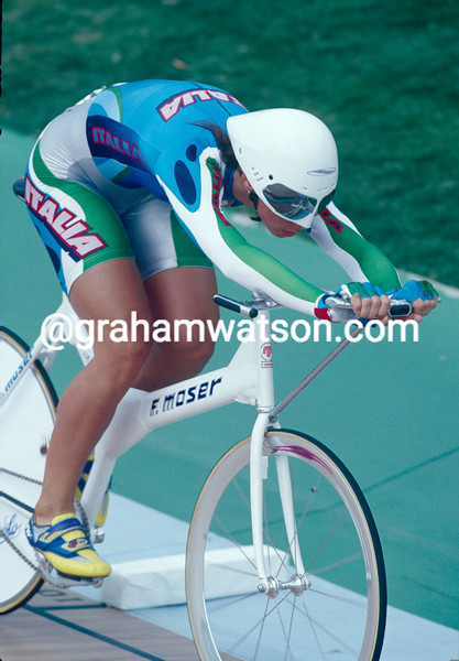 Alessandra Bellutti wins the Gold pursuit medal in the 1996 Olympic Games