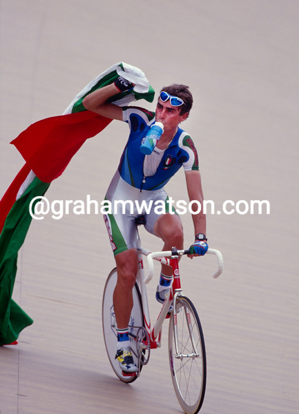 Silvio Martinello wins the Points race Gold medal in the 1996 Olympic Games