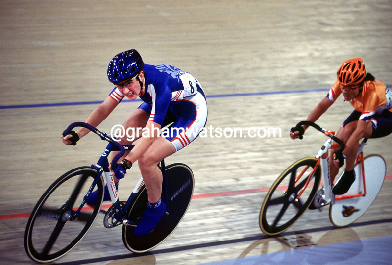 Emma Davies at the 2000 Olympic Games points race
