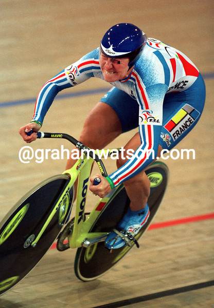 Felicia Ballanger wins the Gold medal at the 2000 Olympic Games 500 TT