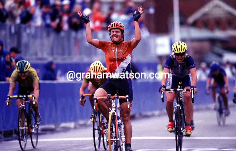 Leontien Van Moorsel wins in the 2000 Olympic Games