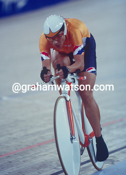 Leontien Van Moorsel wins the pursuit at the 2000 Olympic Games