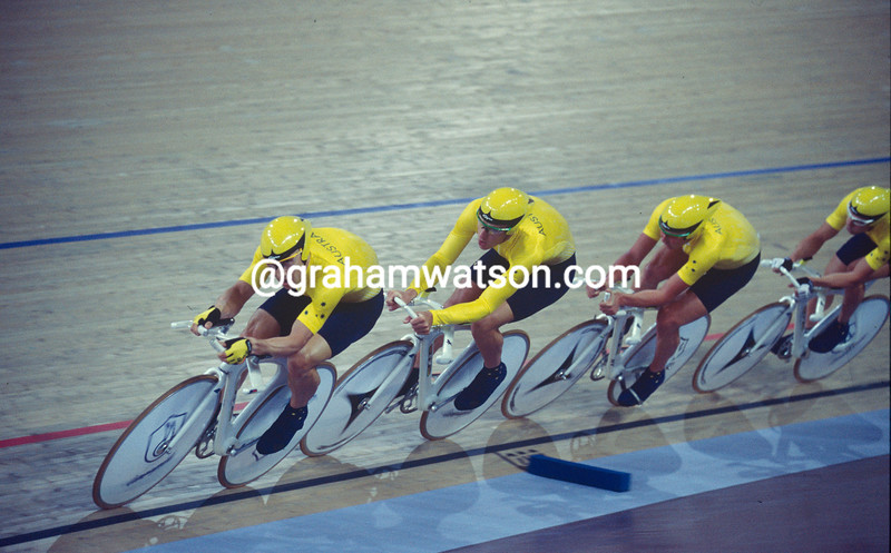 Brett Aitken leads Australia in the team pursuit at the 2000 Olympic Games