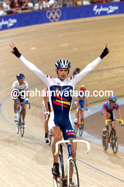 Juan Llaneras wins the points race at the 2000 Olympic Games