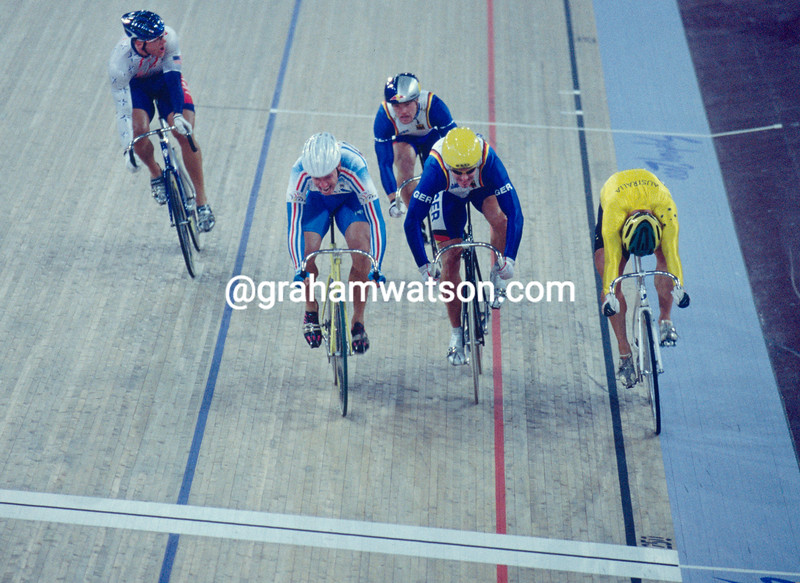 Florian Rousseau wins the Kierin race from Shane Kelly at the 2000 Olympic Games