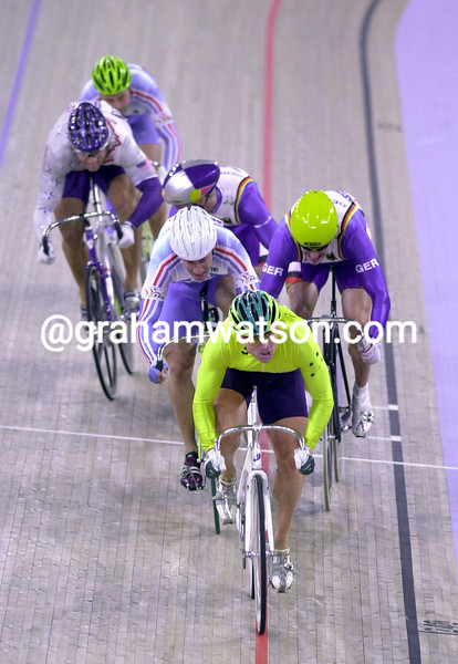 Shane Kelly leads the Kierin final from Rousseau and Fiedler at the 2000 Olympic Games