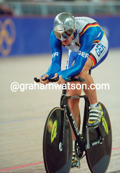 Robert Bartko in the 2000 Olympic Games individual pursuit