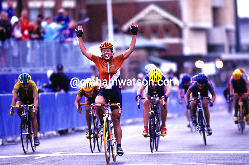 LEONTIEN VAN MOORSEL WINS THE OLYMPIC GAMES ROAD RACE IN 2000