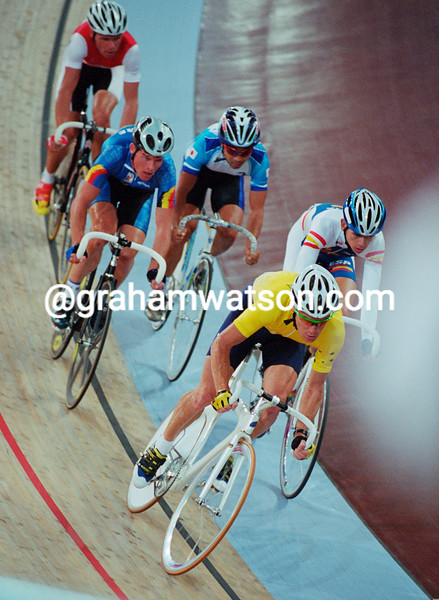 Stuart O'Grady in the 2000 Olympic Games points race