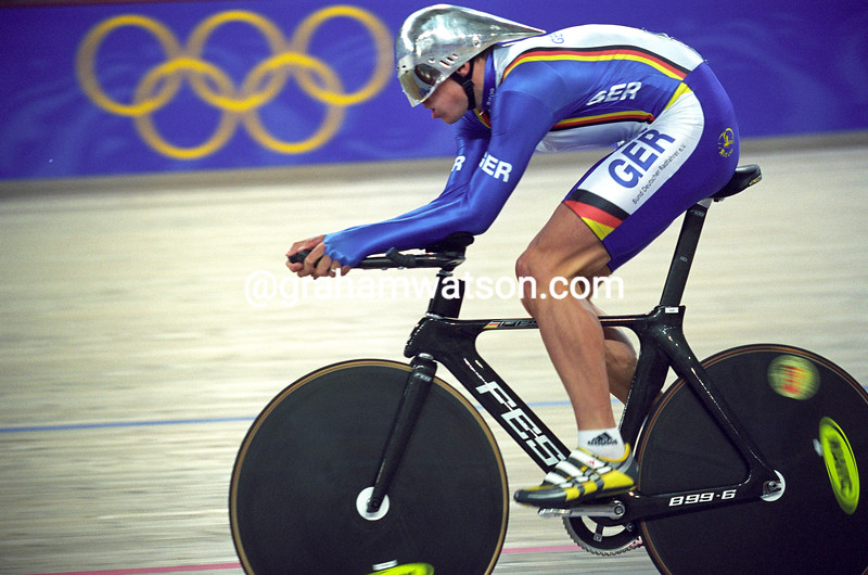 Robert Bartko wins the Gold medal for the pursuit in the 2000 Olympics