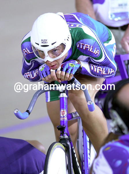Alessandra Bellutti prepares to start her individual pursuit at the 2000 Olympic Games