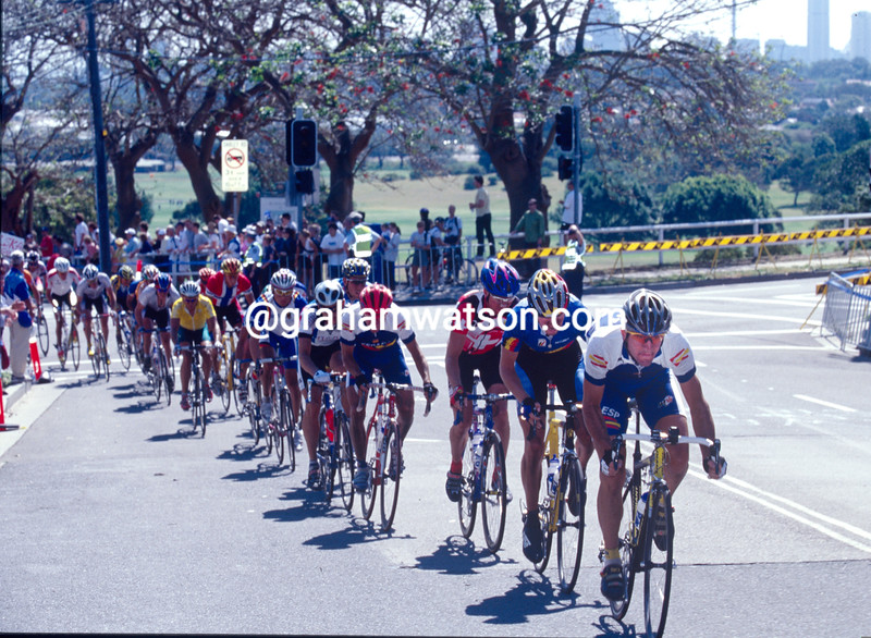 Abraham Olano leads the 2000 Olympic Games road race