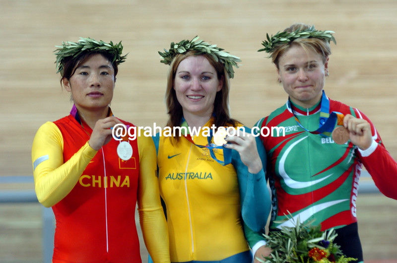 Anna Meares with Jiang Yonghua and Natalia Tsylinskaya after winning the womens 500-metre TT at the 2004 Olympic Games