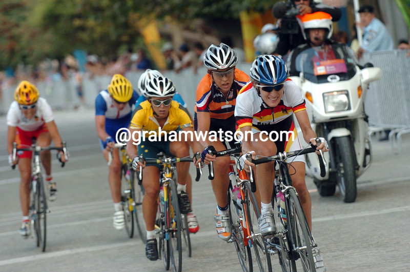 Judith Arndt escapes in the 2004 Olympic Games road race