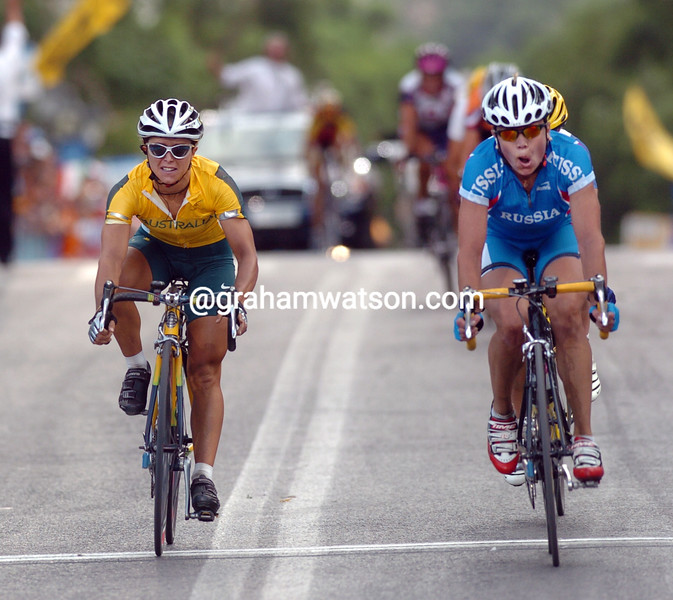 Olga Slyusareva takes the bronze medal from Oenone Wood in the 2004 Olympic Games road race