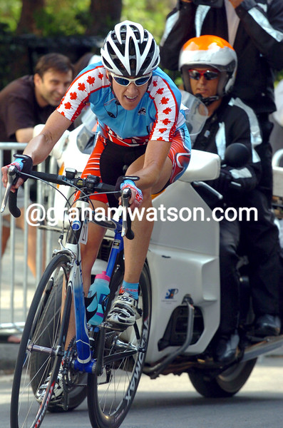 Susan Palmer-Komar escapes in the 2004 Olympic Games road race
