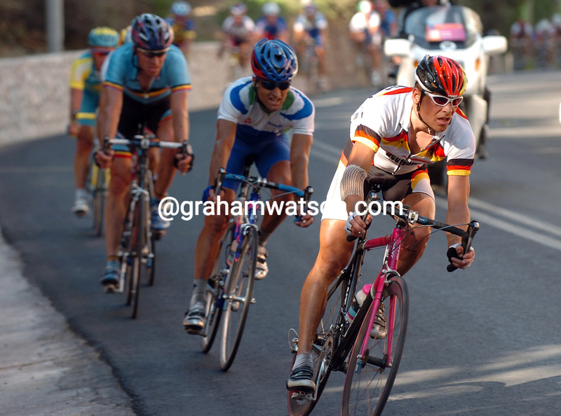 Jan Ullrich escapes in the 2004 Olympic Games road race