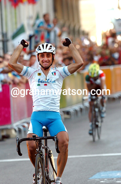 Paolo Bettini wins the 2004 Olympic Games road race gold medal