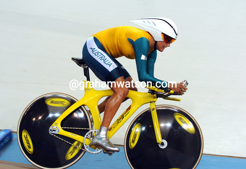 Katie Mactier in the womens pursuit at the 2004 Olympic Games