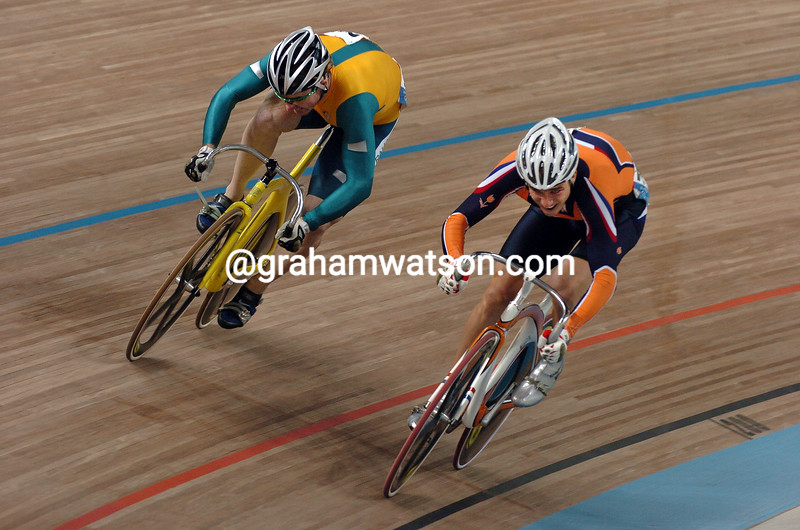 Theo Bos and Ryan Bayley in the 2004 Olympic Games Mens Sprint Final
