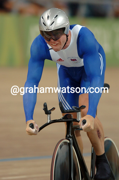 CHRIS HOY WIns THE GOLD MEDAL IN THE 2004 OLYMPIC GAMES 1-KILO TT
