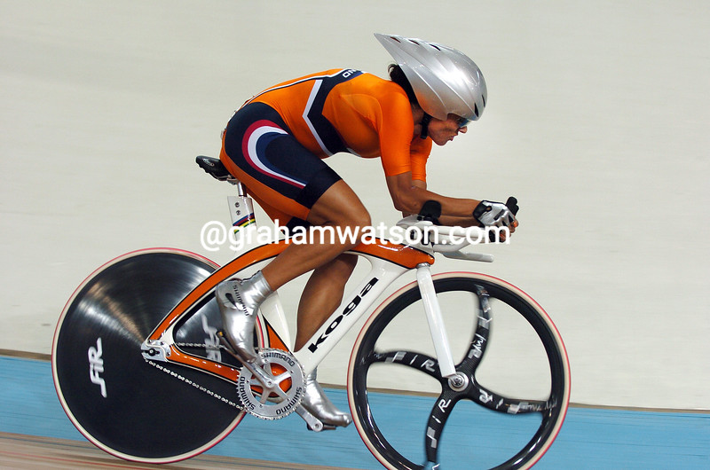 Leontien Van Moorsel in the womens pursuit at the 2004 Olympic Games