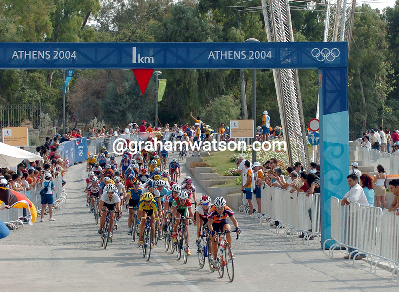 The womens peloton at the 2004 Olympic Games road race