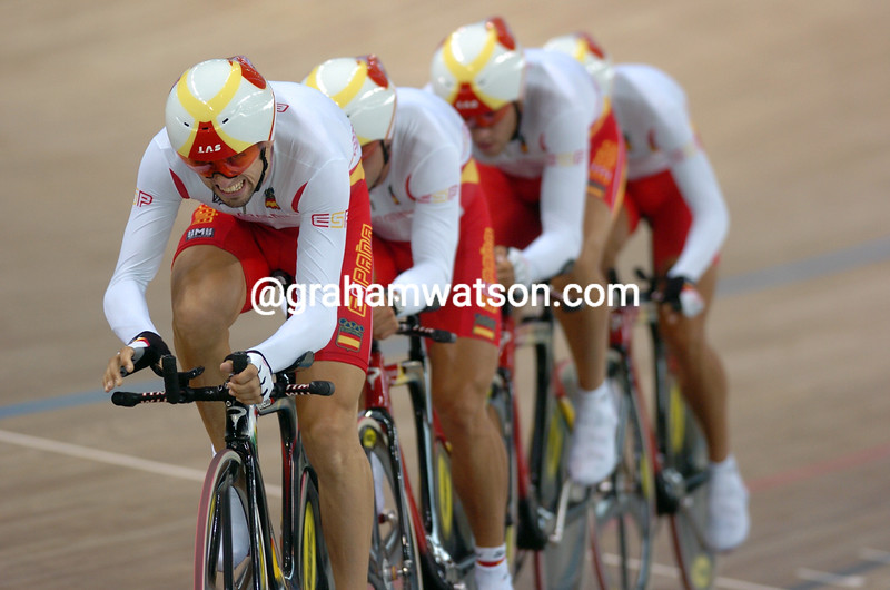 Spain races to bronze in the team pursuit in the 2004 Olympic Games
