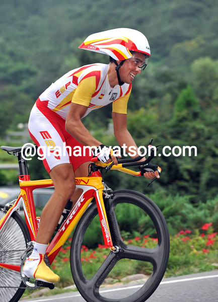 ALBERTO CONTADOR RACES TO 4TH PLACE AT THE 2008 OLYMPIC GAMES TT