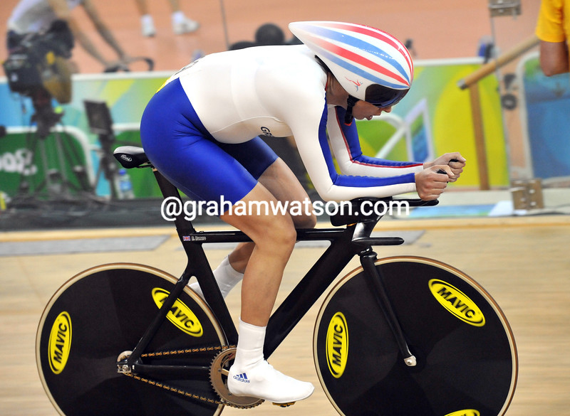 WENDY HOUVENHAGHEL IN THE PURSUIT AT THE 2008 OLYMPIC GAMES