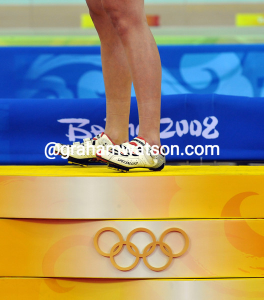 REBECCA ROMERO WINS THE GOLD MEDAL IN THE PURSUIT AT THE 2008 OLYMPIC GAMES