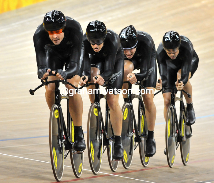 SAM BEWLEY LEADS NEW ZEALAND IN THE TEAM PURSUIT AT THE 2008 OLYMPIC GAMES