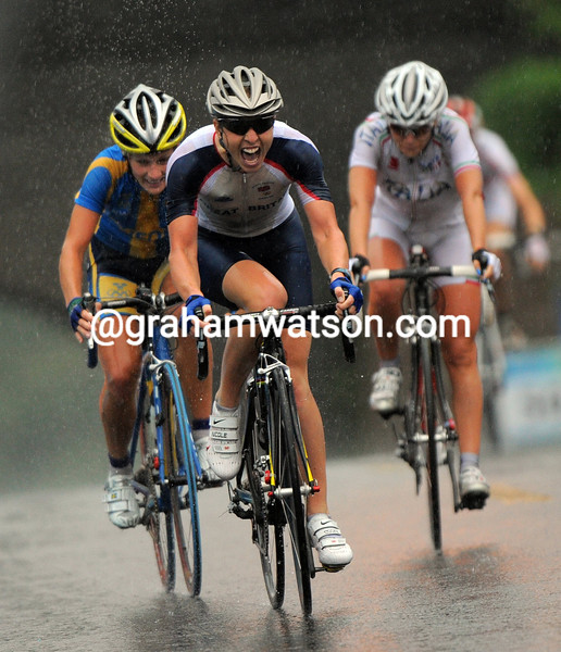 NICOLE COOKE WINS THE WOMENS ROAD RACE AT THE 2008 OLYMPIC GAMES