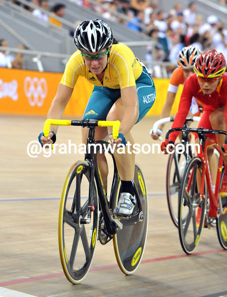 KATHERINE BATES IN THE WOMENS POINTS RACE AT THE 2008 OLYMPIC GAMES