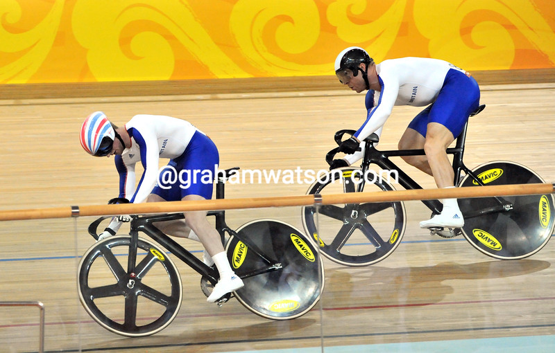 JASON KENNY LEADS CHRIS HOY IN THE MENS SPRINT FINAL AT THE 2008 OLYMPIC GAMES
