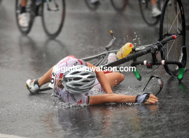 ALEXANDRA WRUBLESKI CRASHES AT THE 2008 OLYMPIC GAMES