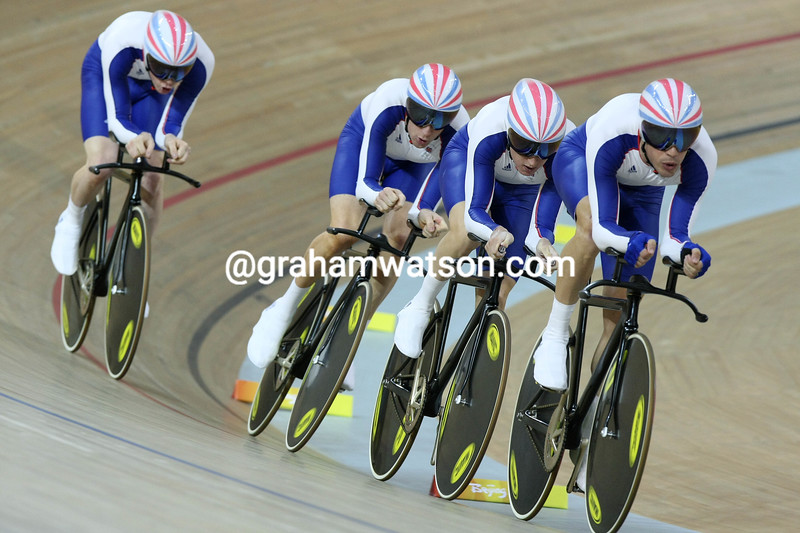 PAUL MANNING LEADS GREAT BRITAIN IN THE TEAM PURSUIT AT THE 2008 OLYMPIC GAMES